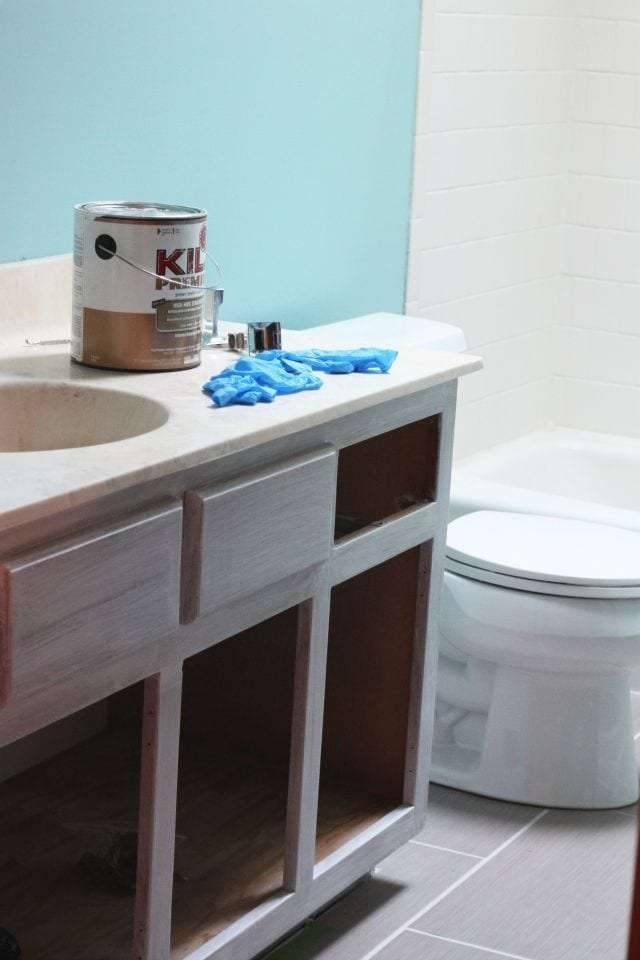 painting bathroom cabinets