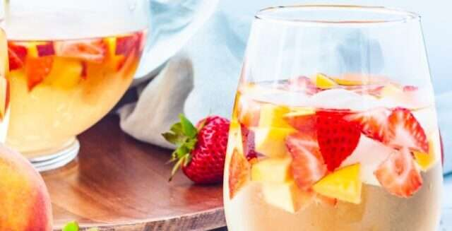 Strawberry Peach Sangria – A Refreshing White Wine Sangria