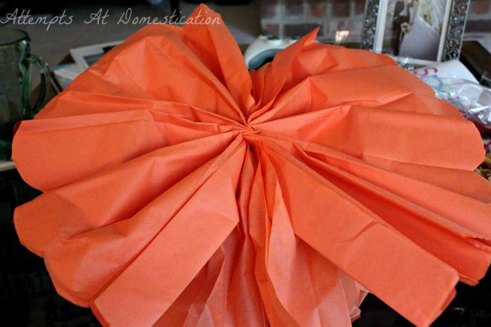making tissue paper pom poms