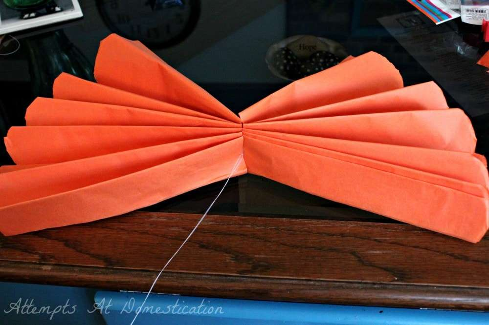 tutorial for making tissue paper pom poms