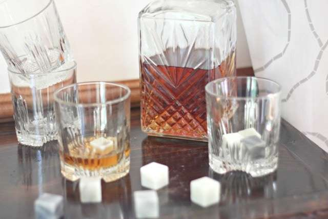 whiskey-bar-decanter